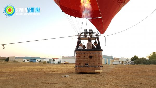 spainventure-hot-air-balloon-flight-at-guadix-50th-birthday-ready-to-the-decolage-fuengirola